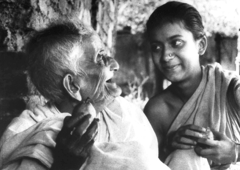 Pather Panchali. Durgo and her old aunt.
