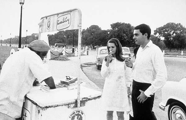 Photograph showing young Rajiv Gandhi and Sonia Gandhi enjoying ice cream near India Gate.
