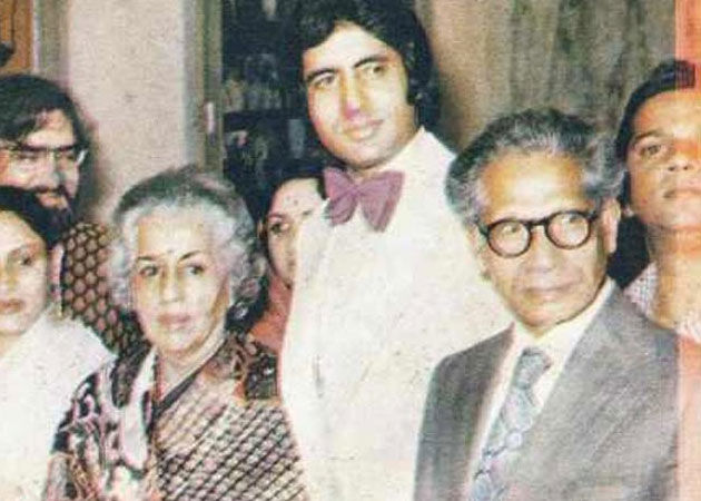 Harivanshrai Bachchan with his wife Teji Bachchan. Amitabh and Jaya are also in the frame.